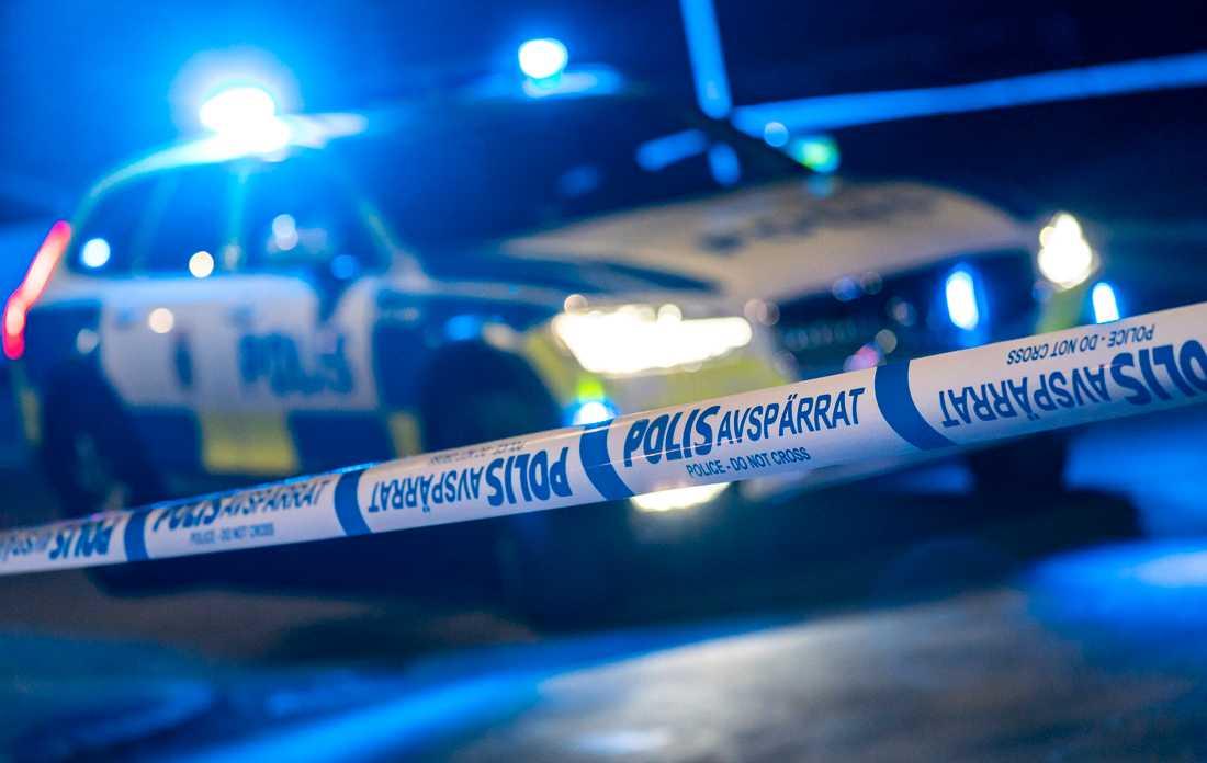 Ett dussintal polisbilar sågs under torsdagskvällen i östra Blekinge, där en man sedan greps misstänkt för grovt vapenbrott. Arkivbild.