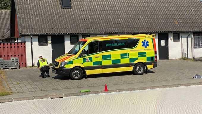 Polis och ambulans på plats.