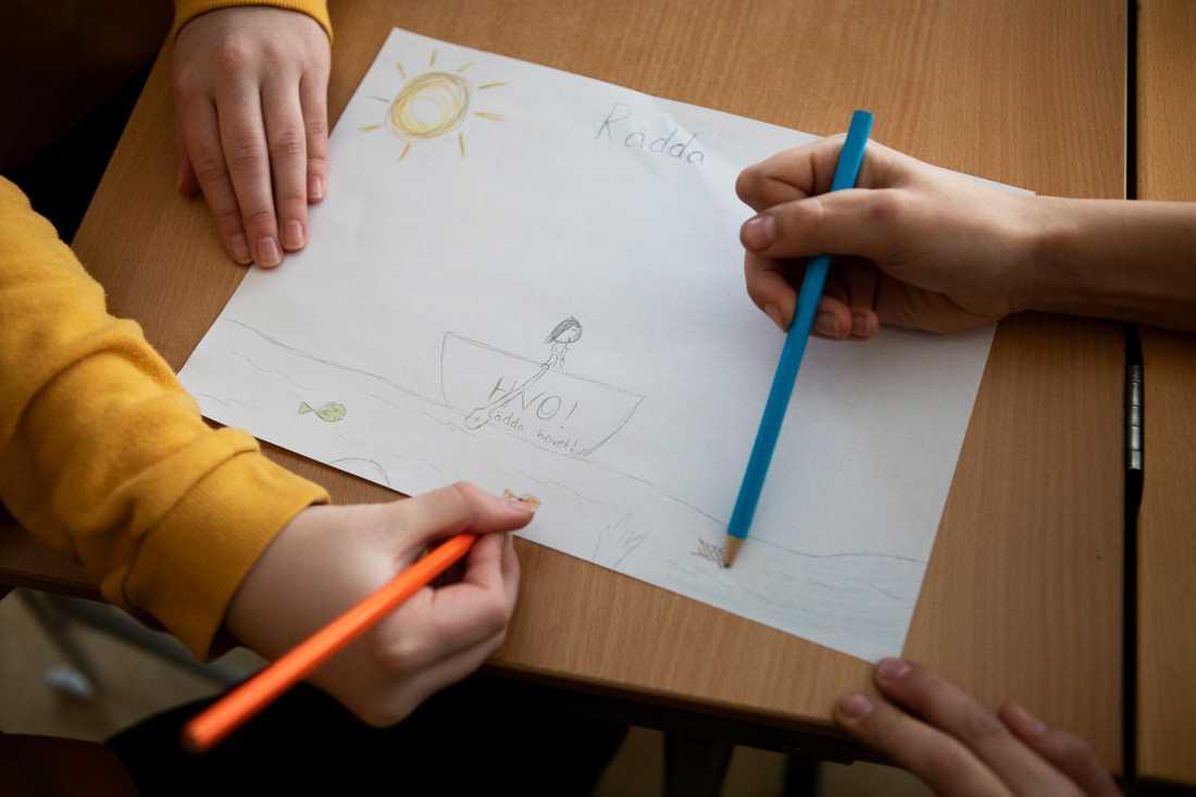 Andreas gav eleverna i uppgift rita hur de vill att världen ska se ut år 2030.