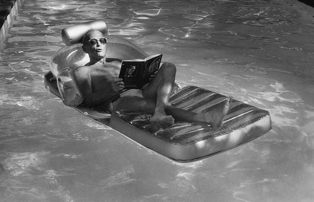 PLAYBOYEN. Harry Schein levde det ljuva livet. Ett patent på en vattenreningsmetod gjorde honom ekonomiskt oberoende. Då kunde han utveckla sina kulturella intressen. Han skrev kulturartiklar och filmkritik och skapade Svenska Filminstitutet, var dess chef i många år och utformade därmed den svenska filmpolitiken.