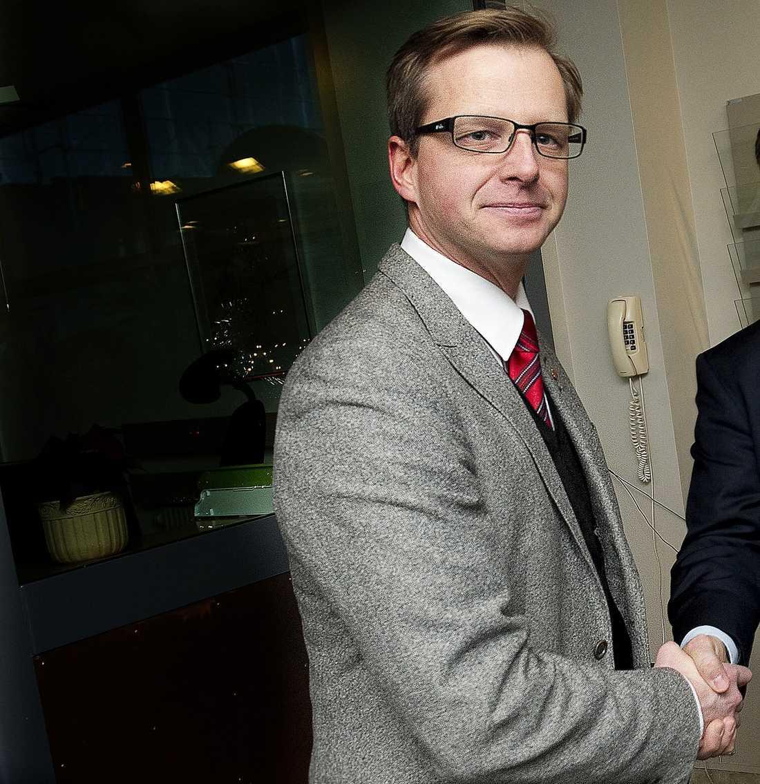 HÅLLER TILL HÖGER Mikael Damberg anses stå för föryngring – men får kritik för sin högerfil.