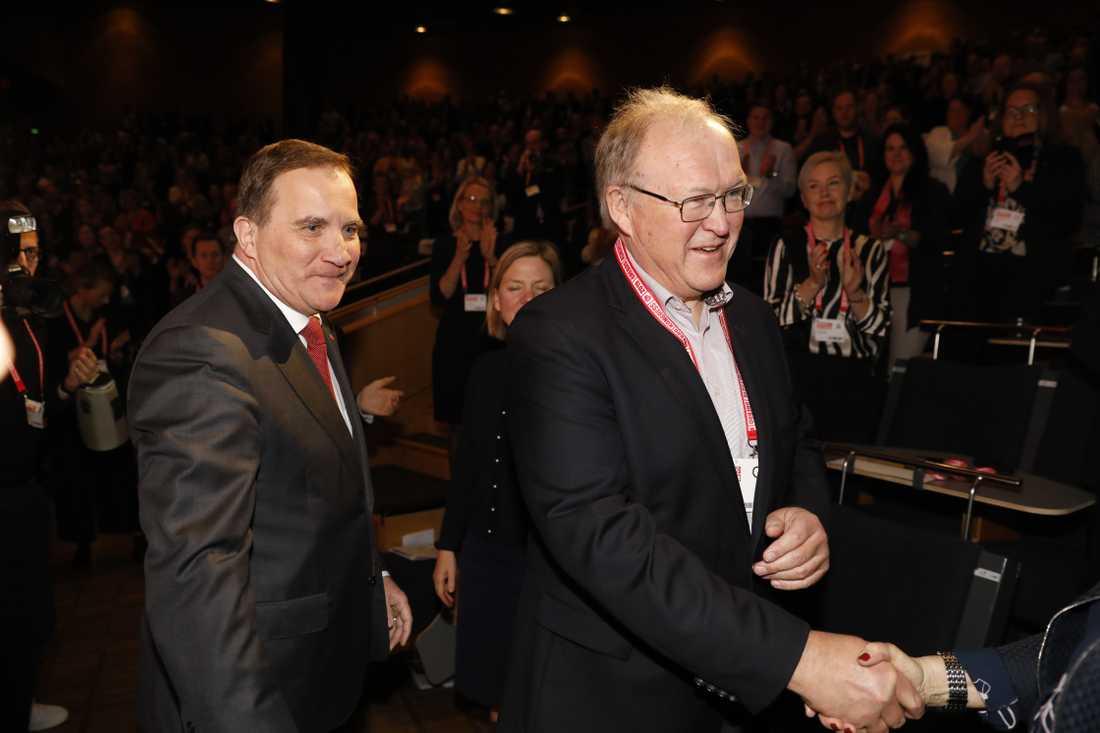 Statsminister Stefan Löfven tillsammans med tidigare statsministern Göran Persson på Socialdemokraternas kongress i Örebro.