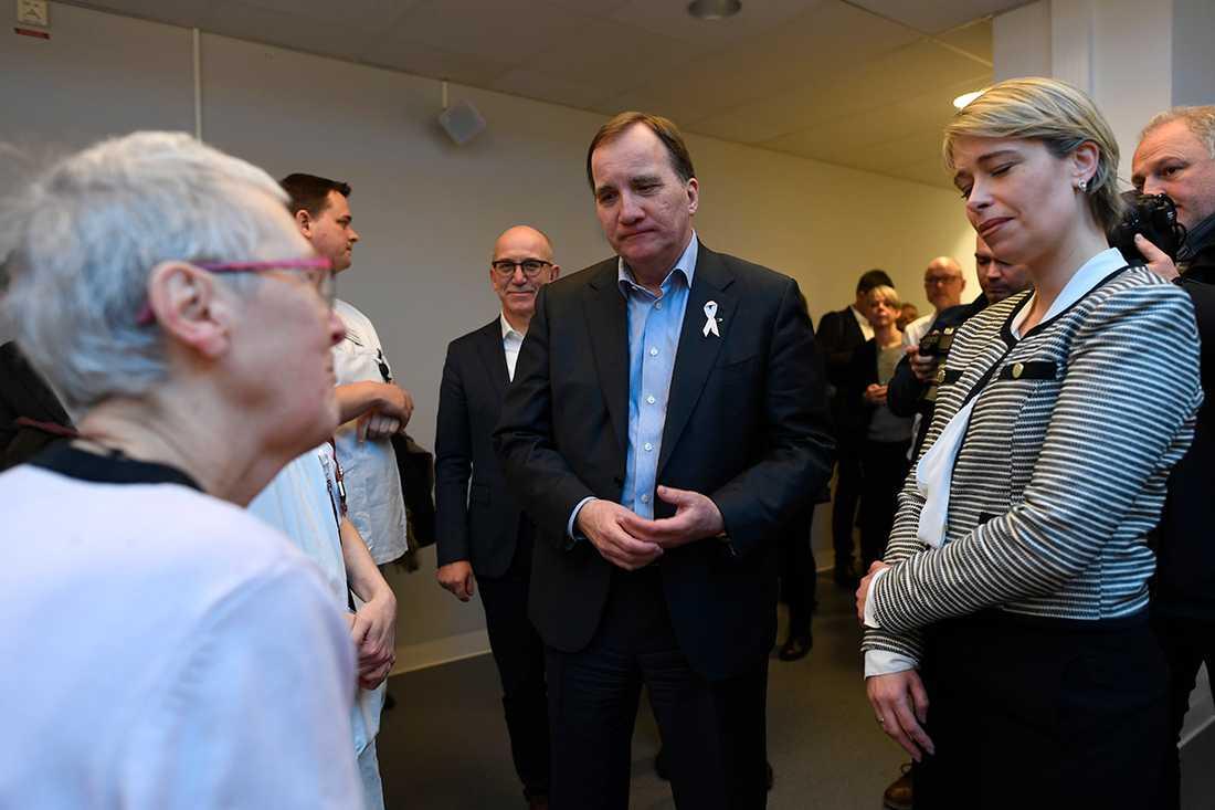 Stefan Löfven och Socialminister Annika Strandhäll på Borgholms lasarett.