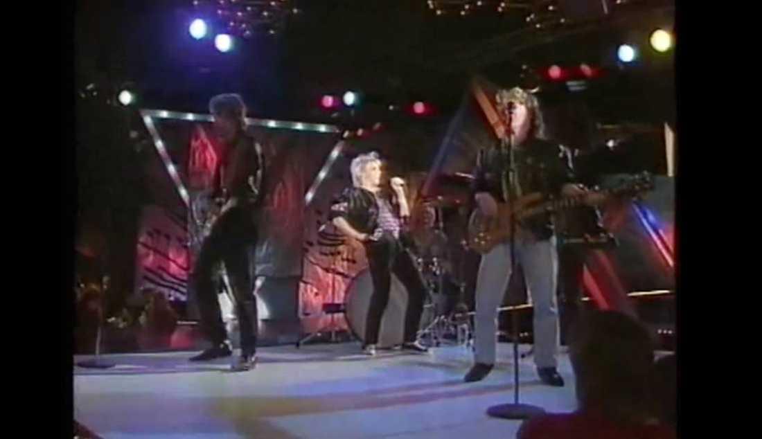 """N'Gang – """"Vi vill ha värme""""Värme i all ära men vad sägs om att i stället skänka ett nytt bandnamn till det här gänget från Göteborg? Försökte sig på en rocklåt i Melodifestivalen ‧redan 1990. Vågspelet räckte till en femteplats för apostrofrockarna, det obegripliga namnvalet till trots."""