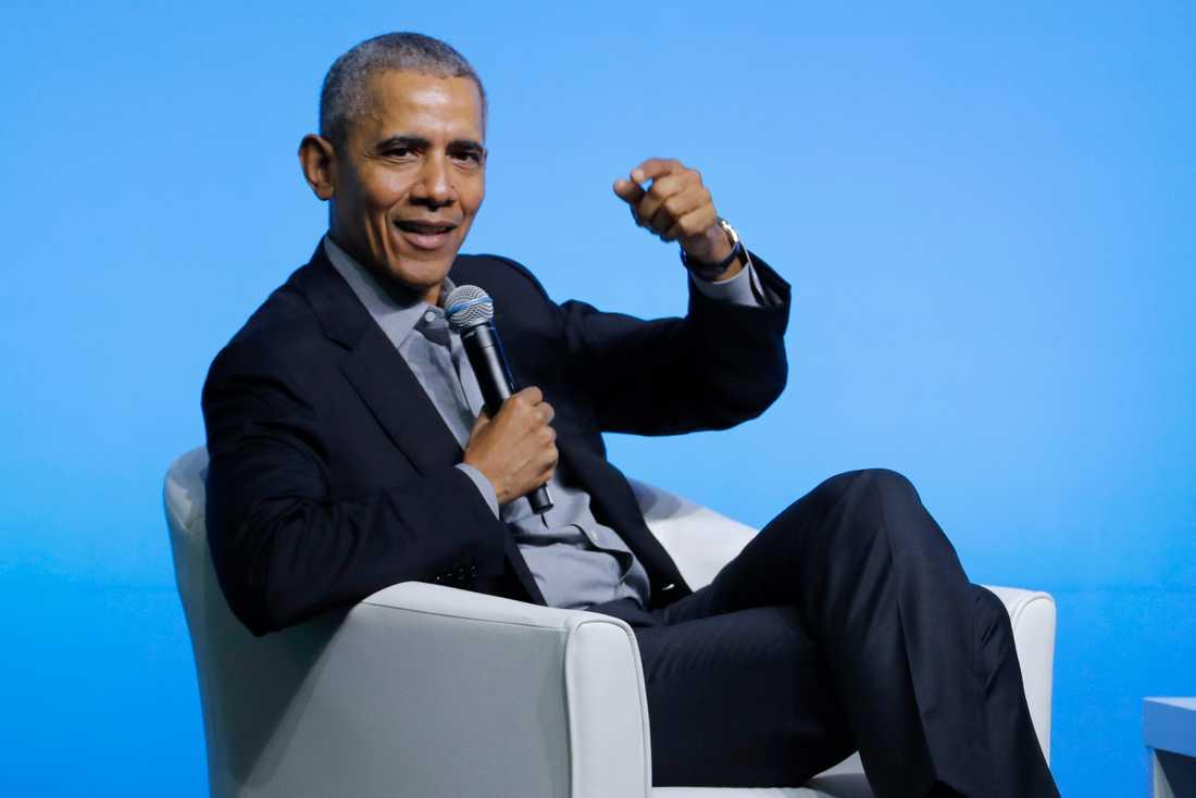 Barack Obama blir först ut att medverka i frun Michelles nya podcast på Spotify. Arkivbild.