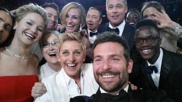 Ellen DeGeneres berömda selfie från Oscarsgalan 2014.