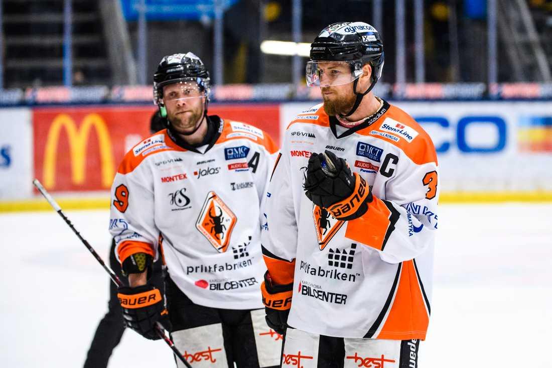 Karlskrona försöker undvika att tvingas spela i hockeyettan kommande säsong.