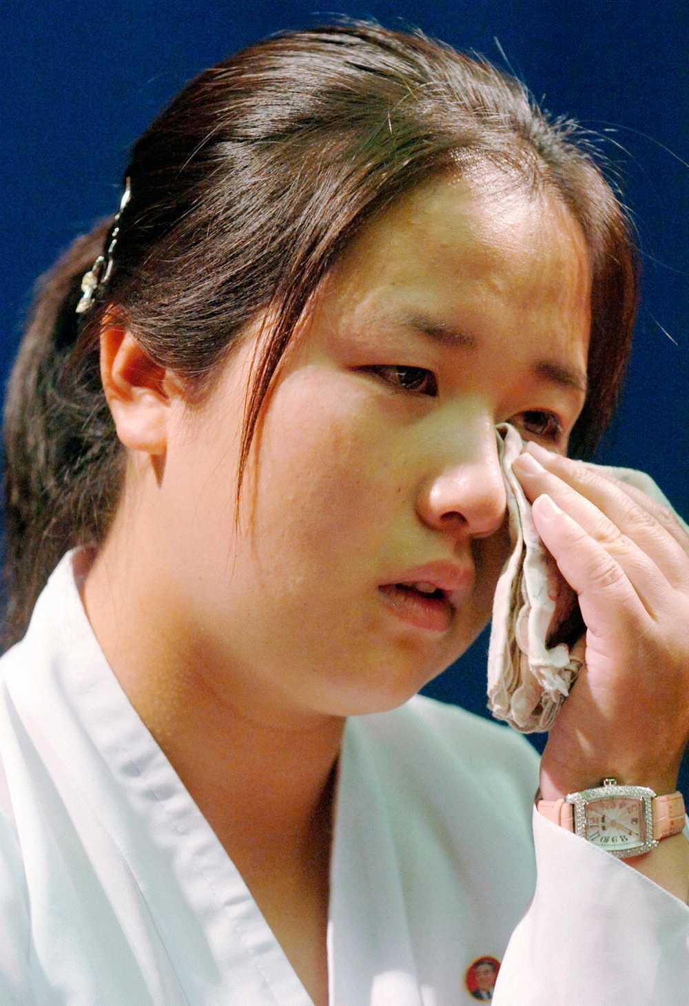 Kim Un Kyong, 26 år, vars mamma Megumi Yokota kidnappades av Nordkorea 1977, när hon pratar om sina japanska morföräldrar under en presskonferens.