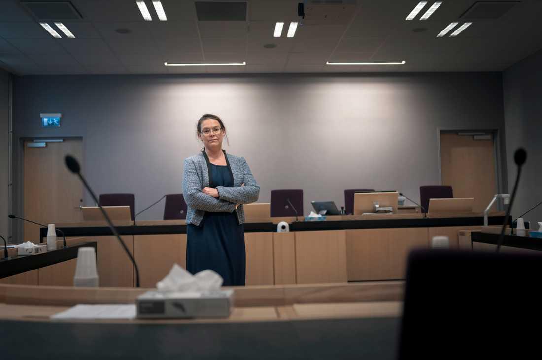 Åklagaren Helena Rosvall följer utvecklingen av den nya sexualbrottslagstiftningen. Hittills har bara en knapp handfull fall av det nya brottet oaktsam våldtäkt nått domstolarna.
