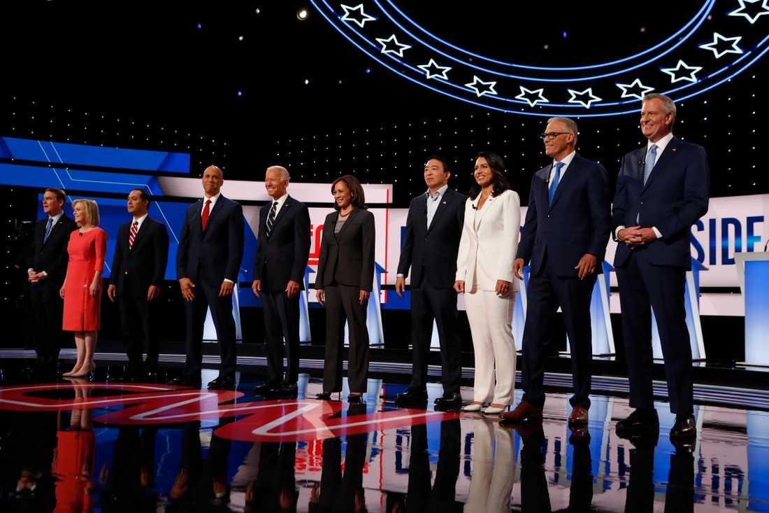 Tio presidentkandidater från Demokraterna debatterade i Detroit.