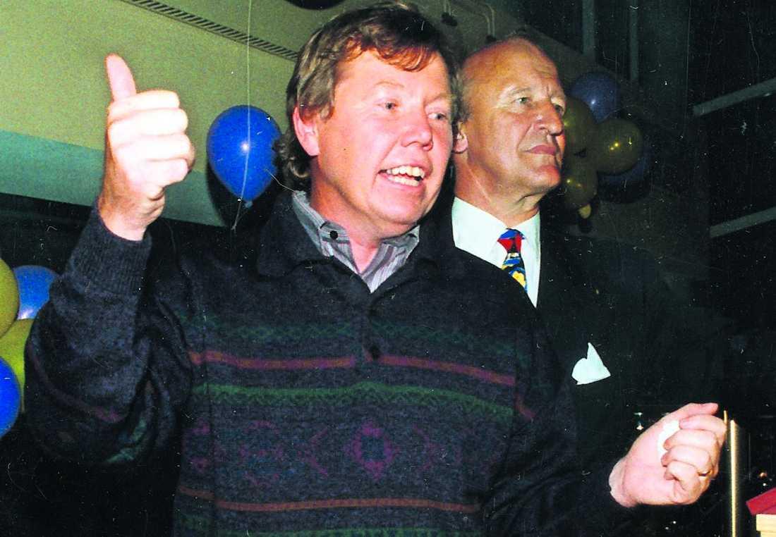 Bert Karlsson och Ian Wachtmeister firar efter att Ny Demokrati kommit in i riksdagen efter valet 1991.