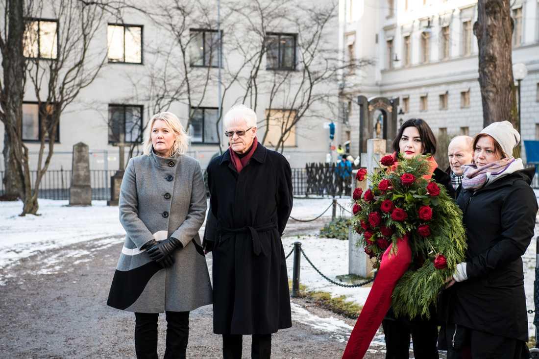 Lena Rådström Baastad, parisekreterare (S), och Ingvar Carlsson, tidigare statsminister.