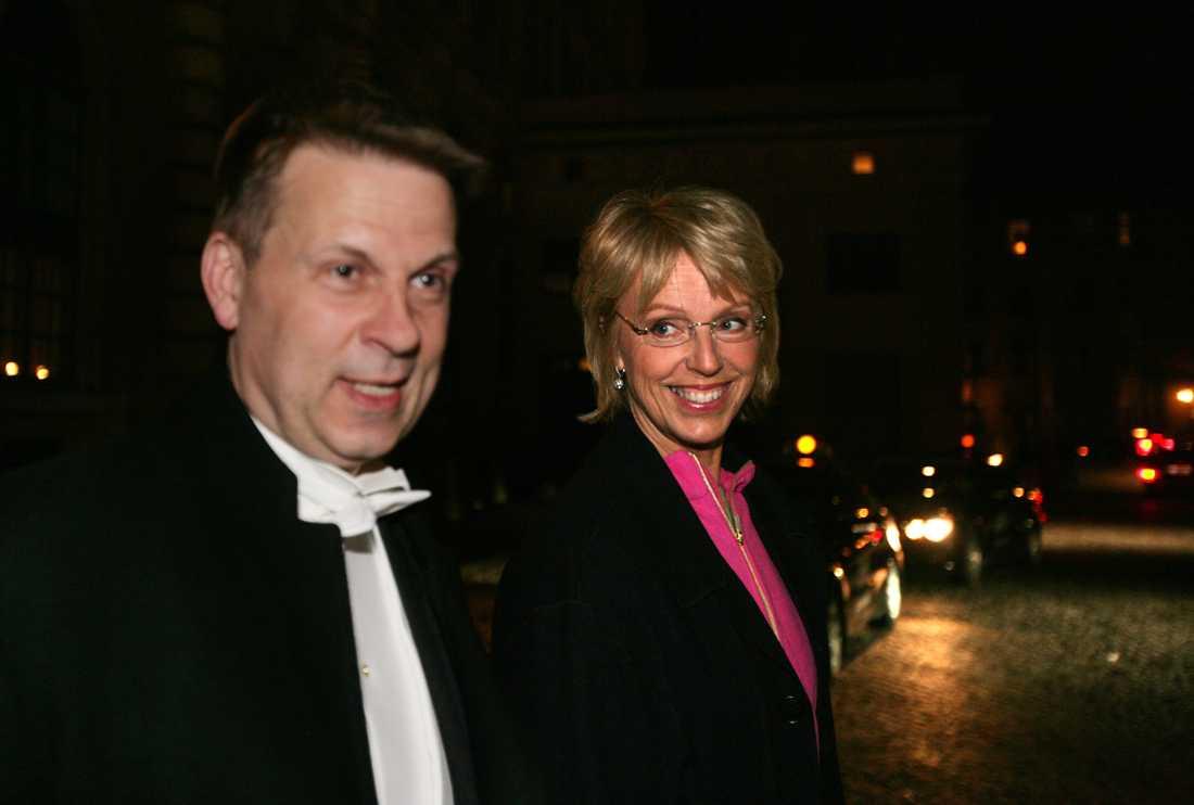 Galamiddag på Slottet vid kungens 60-årsdag, tillsammans med hustrun Anne Sofie von Otter.