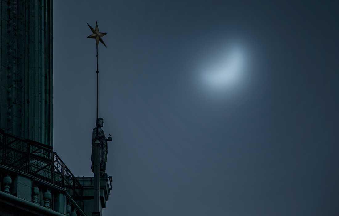 Solförmörkelsen vid Stockholms stadshus.