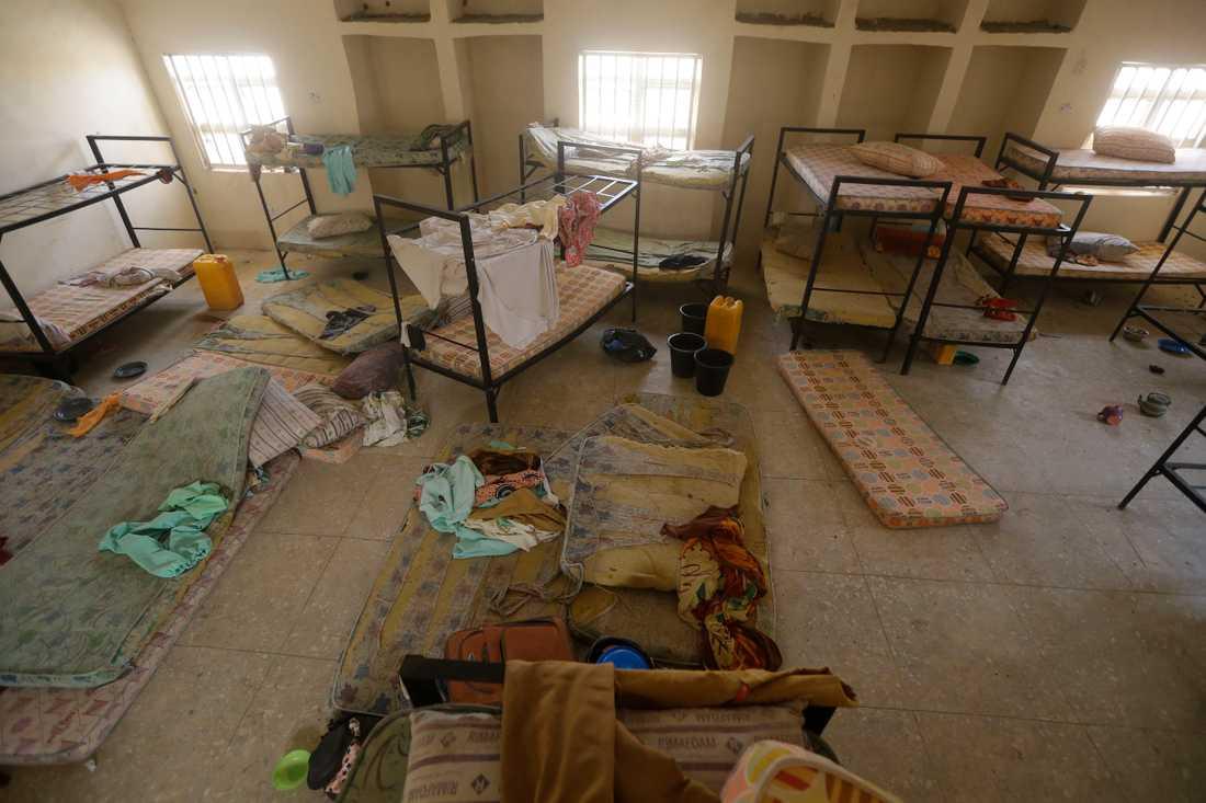En sovsal där några av de runt 300 skolflickorna normalt bor.