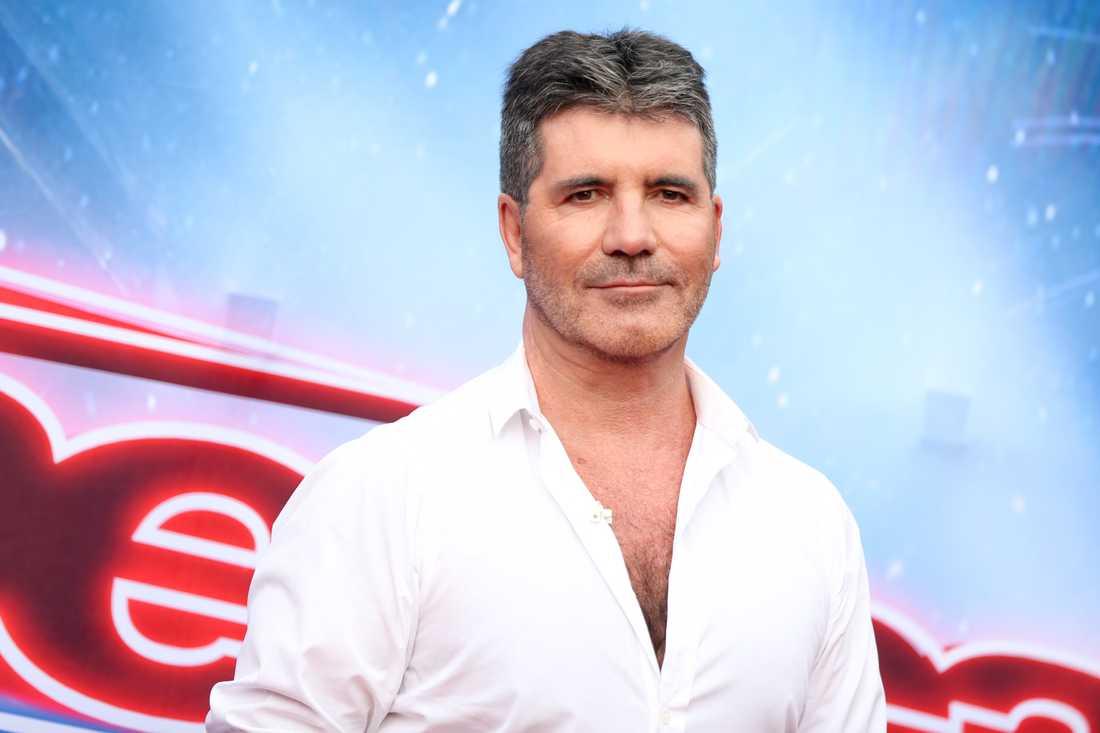 """Simon Cowell fick vatten hällt över sig i direktsändningen av """"America's got talent""""."""
