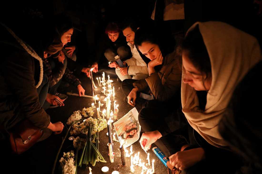 Människor samlades i helgen i Teheran för en minnesstund för offren i flygkraschen.