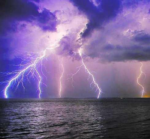 LIDKÖPING, FREDAG Över 6 500 blixtnedslag registrerades under torsdagen i landet. Kraftigast drabbade var Götaland och Värmland, men det blixtrade i stora delar av landet.