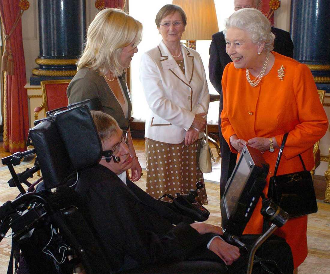 Hawking och drottning Elizabeth 2006.