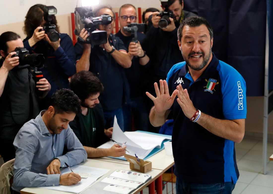 Lega-ledaren Matteo Salvini la sin röst i Milano under söndagen.