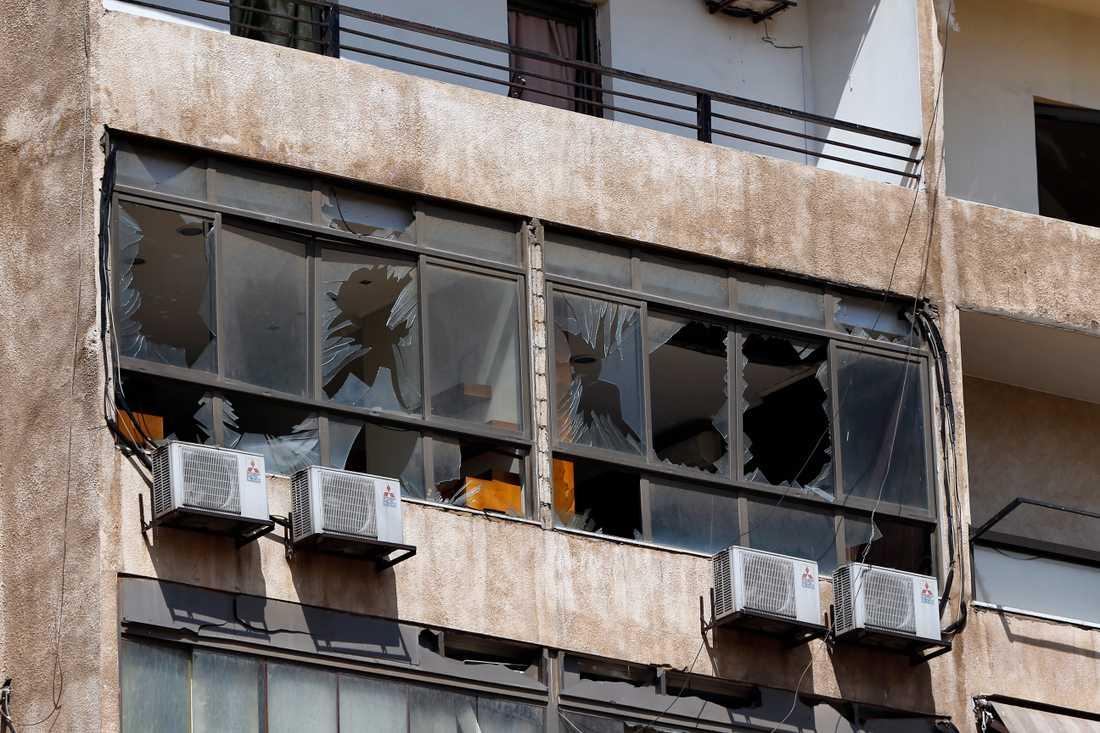En fastighet som skadades när drönarna störtade i Libanons huvudstad Beirut.