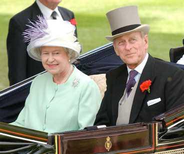 DYR DAM F örra året kostade drottning Elizabeth och det brittiska kungahuset 495 miljoner kronor. Då ingår allt från Buckingham Palace till minsta officiella festinbjudan.