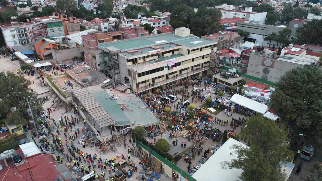 Räddningsarbetet vid Enrique Rebsamen elementary school i Mexico City.