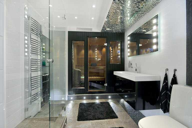 5. Inglasat badrum med tillhörande bastu på Stora Essingen i Stockholm.  Huset: Antal rum: 12 – Boarea: 439 kvadratmeter Pris: 25 000 000 kronor