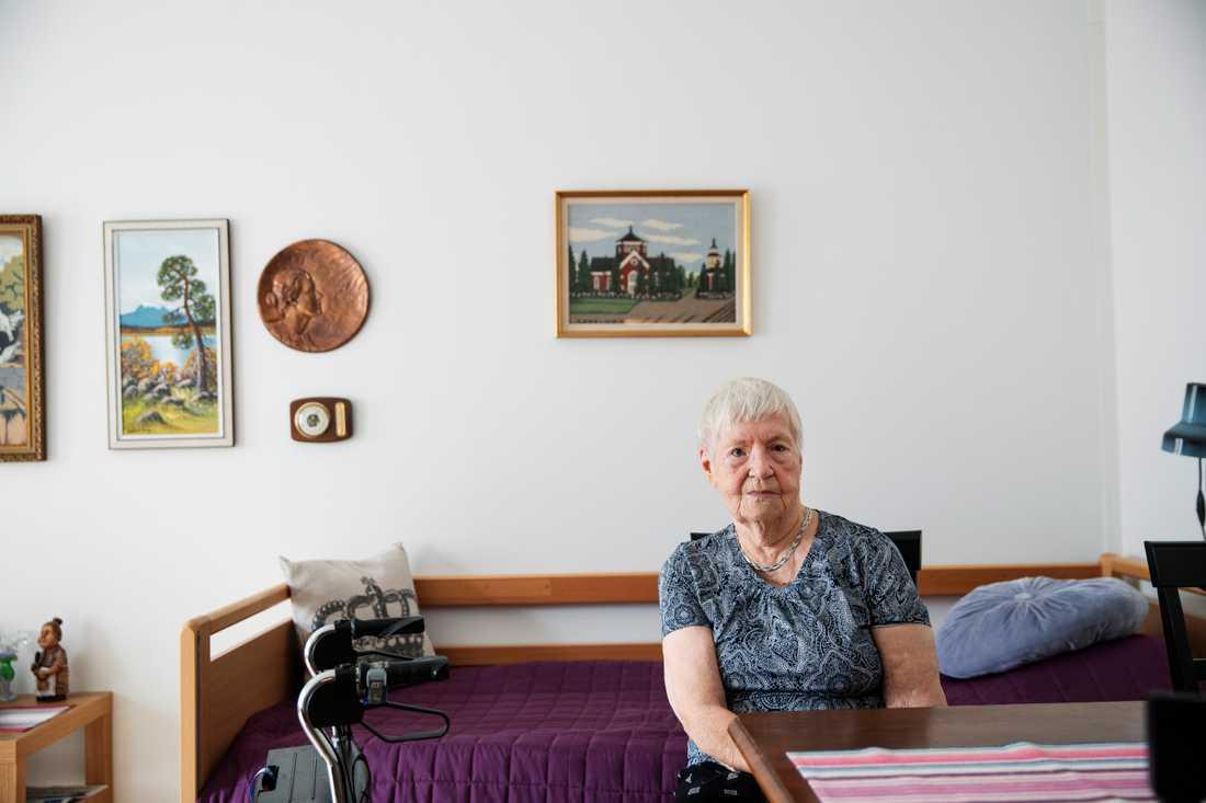Boendet saknar luftkonditionering och Gerda får hålla till godo med en bordsfläkt. På eftermiddagarna stiger temperaturen i hennes rum till 30-31 grader.