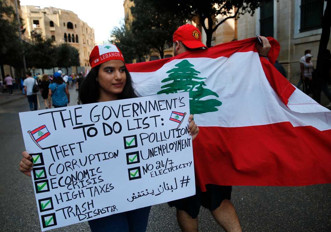Demonstranter i Beirut kräver att regeringen tar itu med bland annat korruption och höga skatter. Arkivbild.