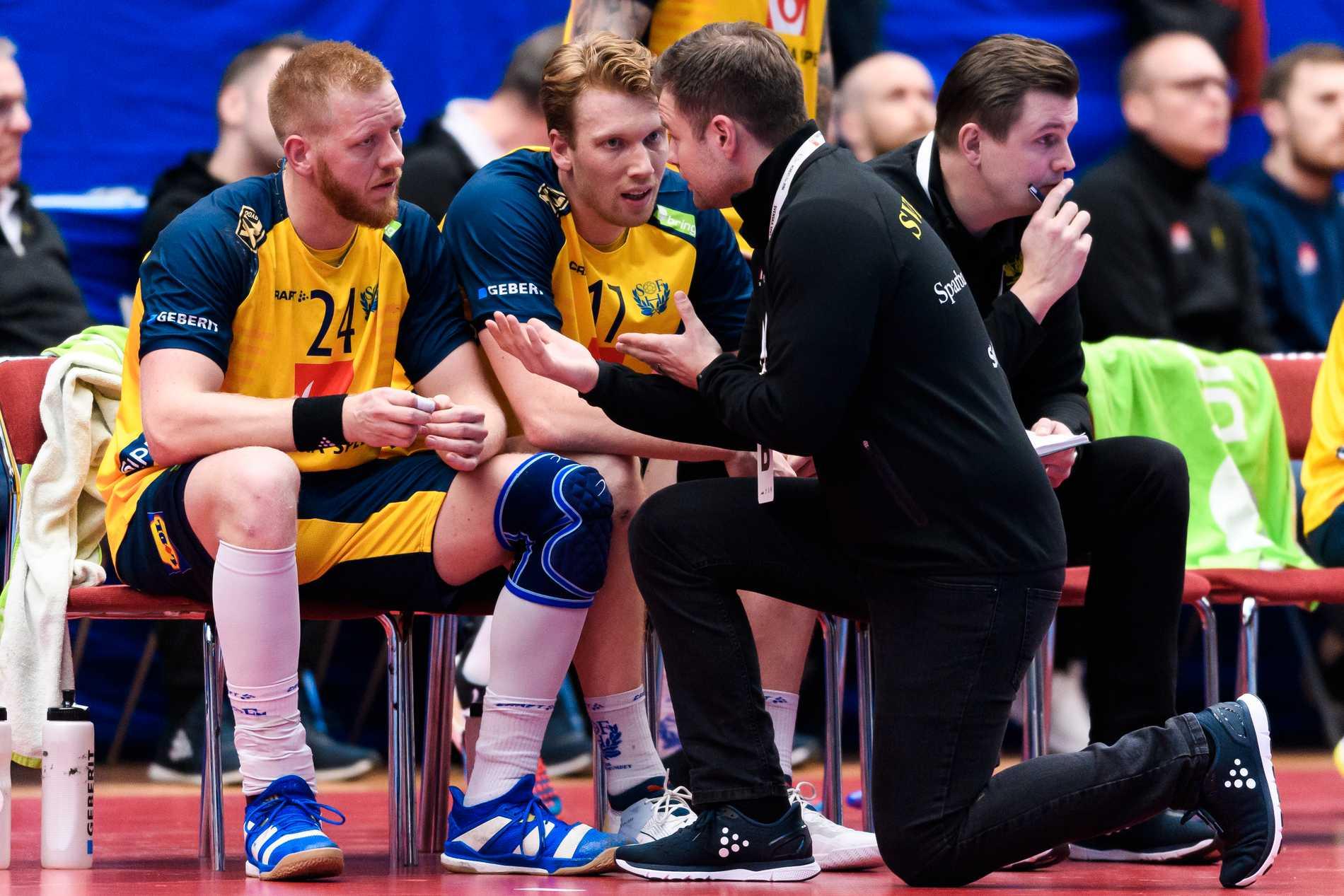 Andrésson snackar med Jeppsson och Gottfridsson.