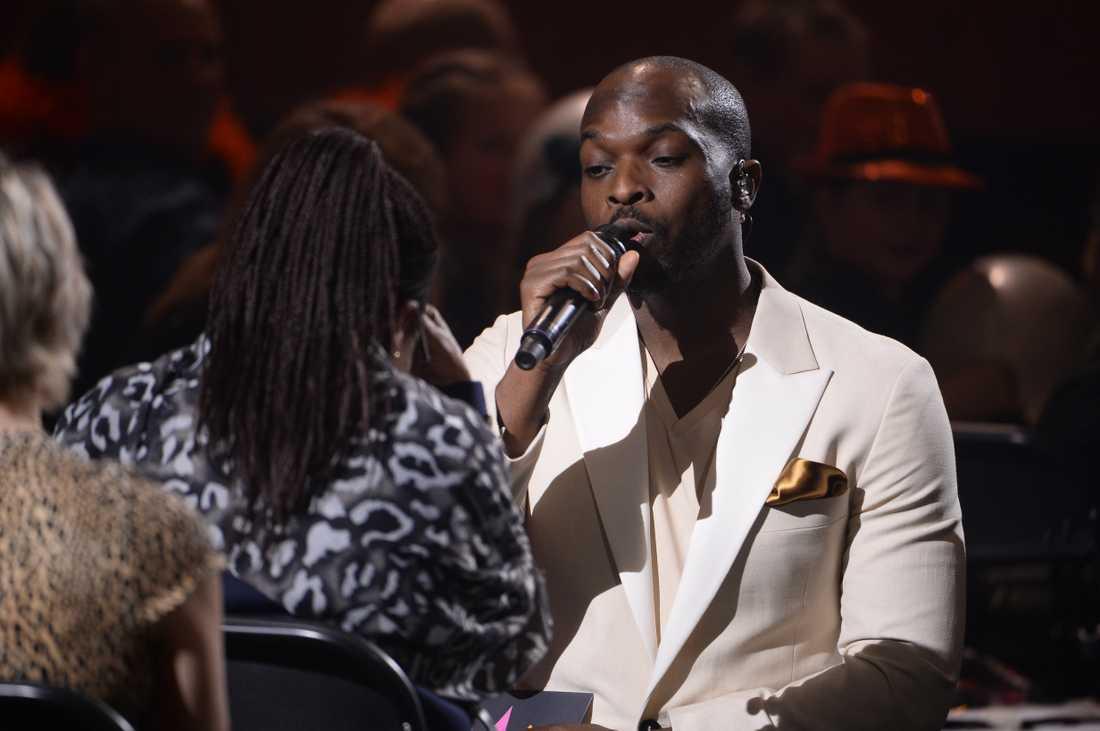 Kodjo Akolor sjunger till sin mamma under Andra chansen i Melodifestivalen 2019