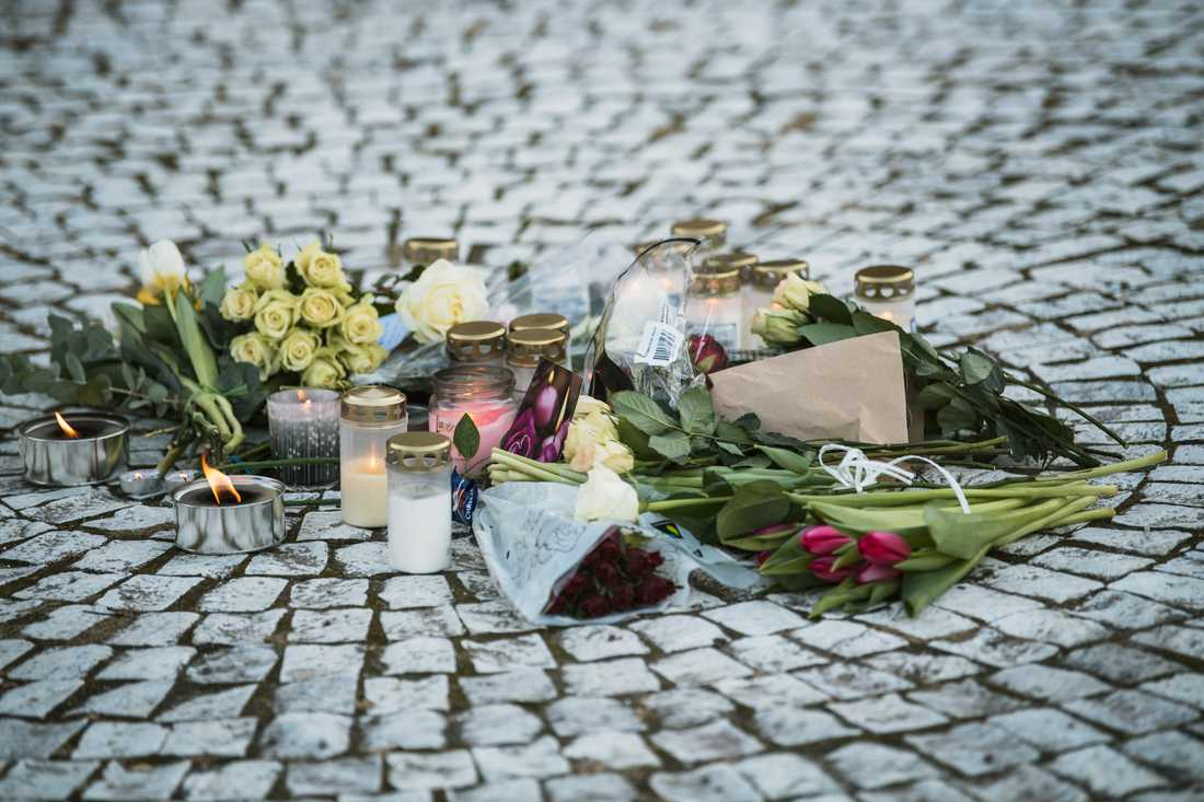 Handgranaten detonerade i söndags förmiddag i Vårby gård. En man avled.