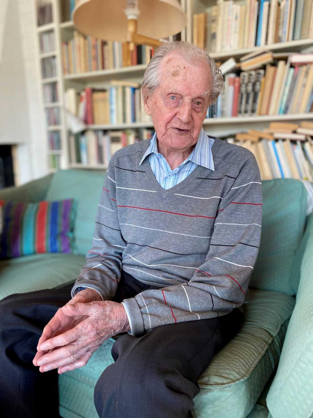Gösta Vestlund, 106, i sitt hem före flytten till ett äldreboende.