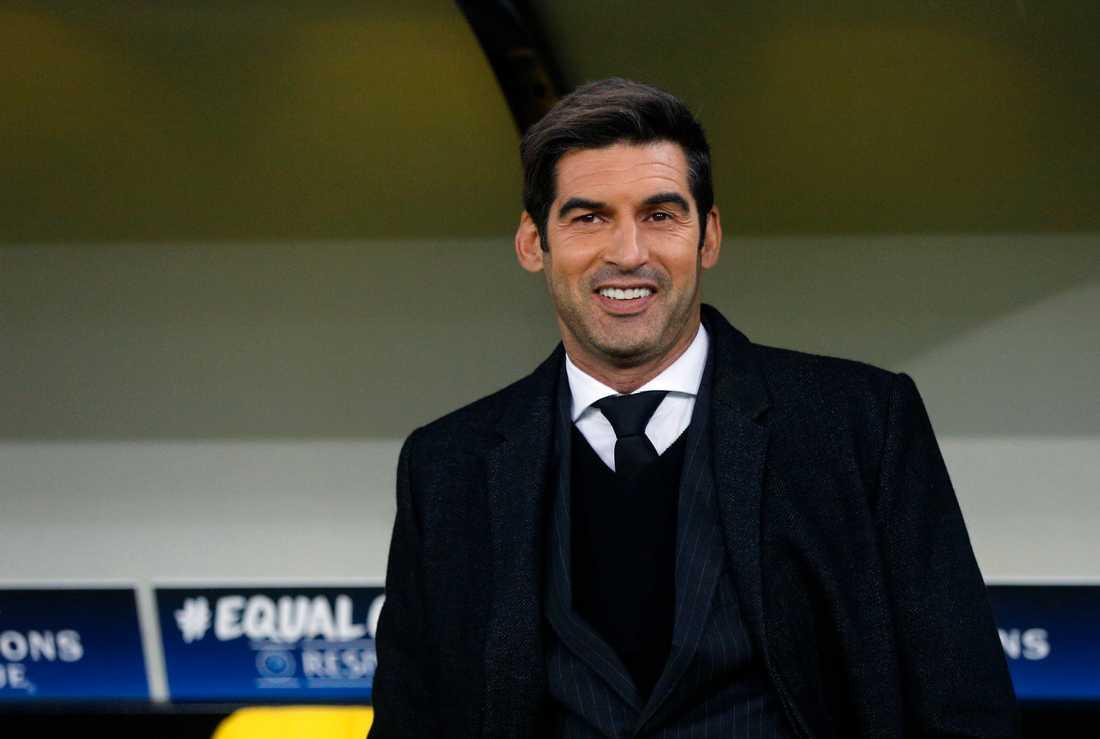 Paulo Fonseca, som kom iklädd en Zorro-hatt en presskonferens med Sjachtar.