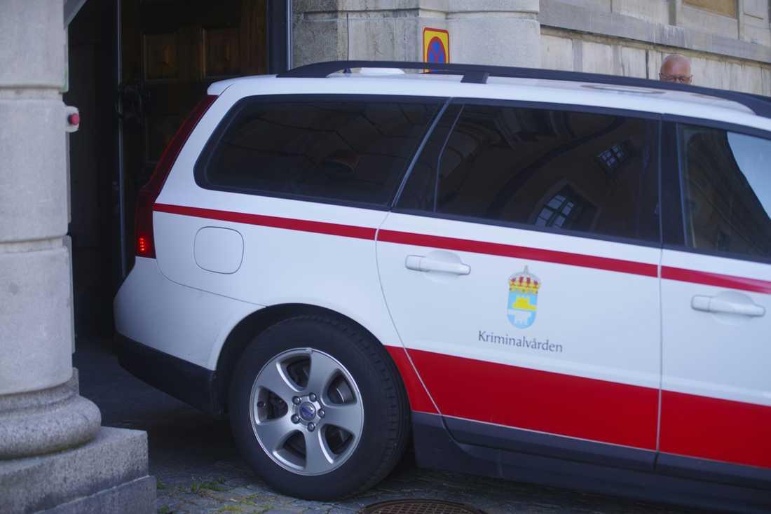 Häktningsförhandling, tingsrätten Karlskrona, mot den sk Ferraribedragaren.