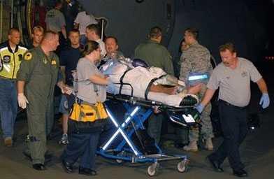 En patient på ett sjukhus flygs ut från det hotade kustområdet.