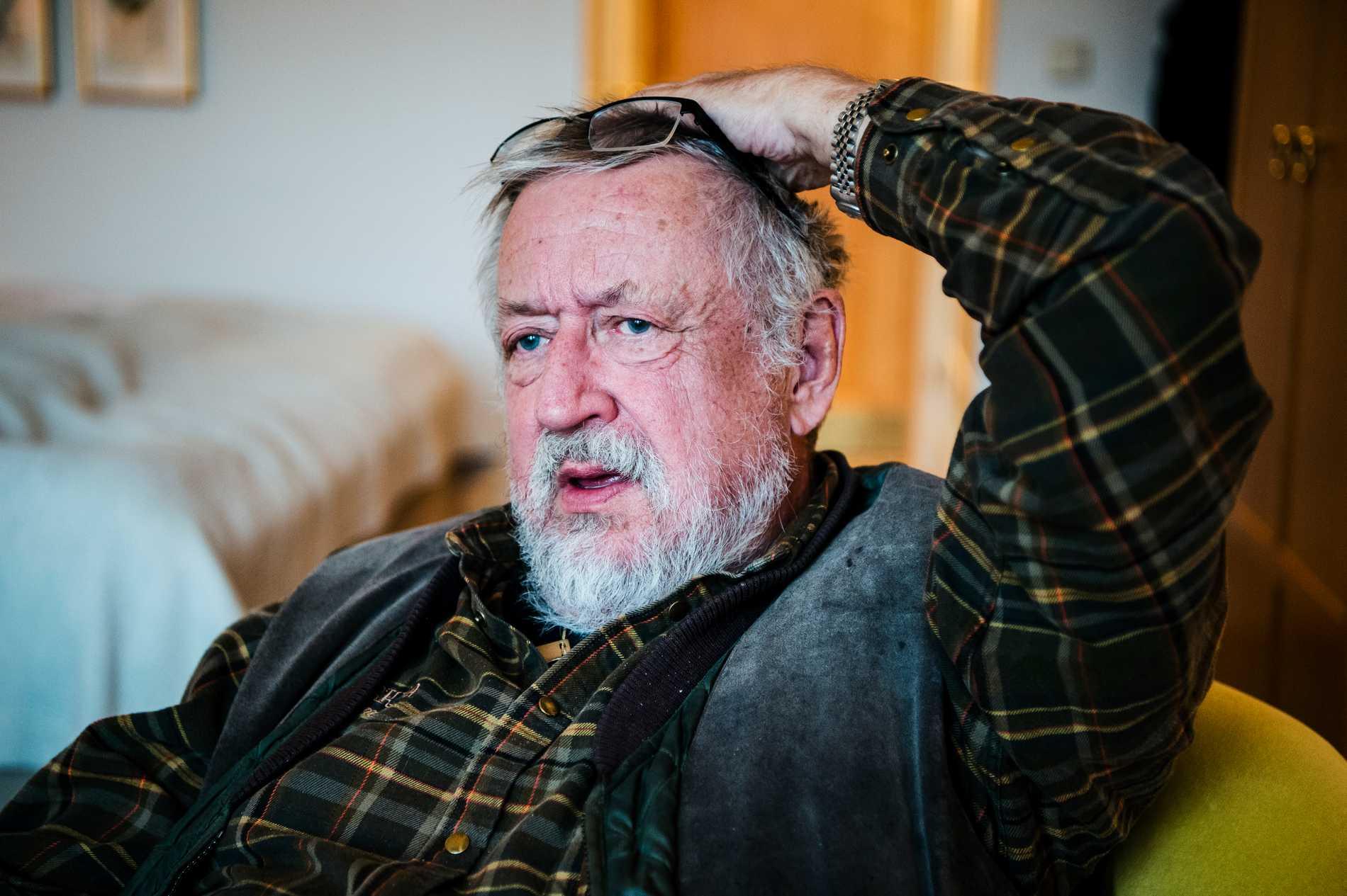 64-åringen och hans fru klickade på en artikel om Leif GW Persson på nätet. Bakom den lurade en fälla med kryptovaluta