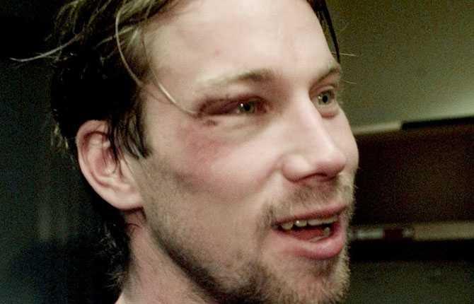 HJÄRNSKAKNING I februari 2000 drabbas Forsberg av en hjärnskakning i en match mot Vancouver. Smällen gör att han missar All Star-matchen.