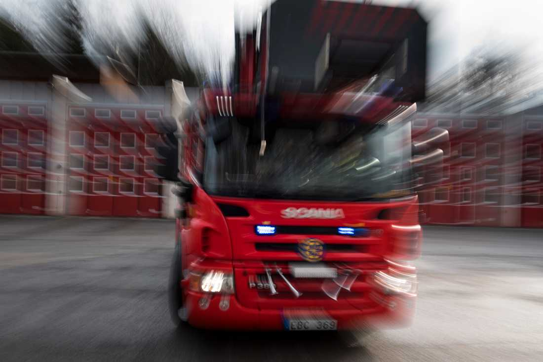 En person har skadats lätt vid en brand i ett hus väster om Nora i Västmanland. Arkivbild.