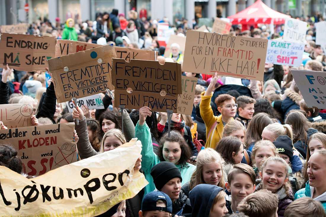 Hundratusentals skolungdomar över hela världen strejkade på fredagen för klimatet. Här i norska Bergen.