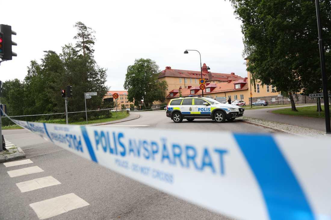 Polishuset i Linköping spärrades av under onsdagsmorgonen på grund av att ett misstänkt föremål hittats.