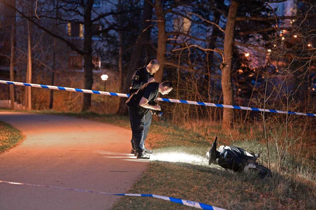 Skjutning i Vårby Gård. Skytten flydde på en skoter.