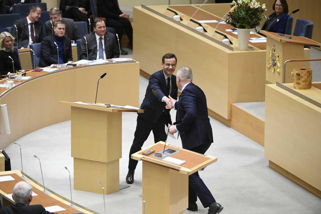 Ulf Kristersson och Jonas Sjöstedt under debatten.
