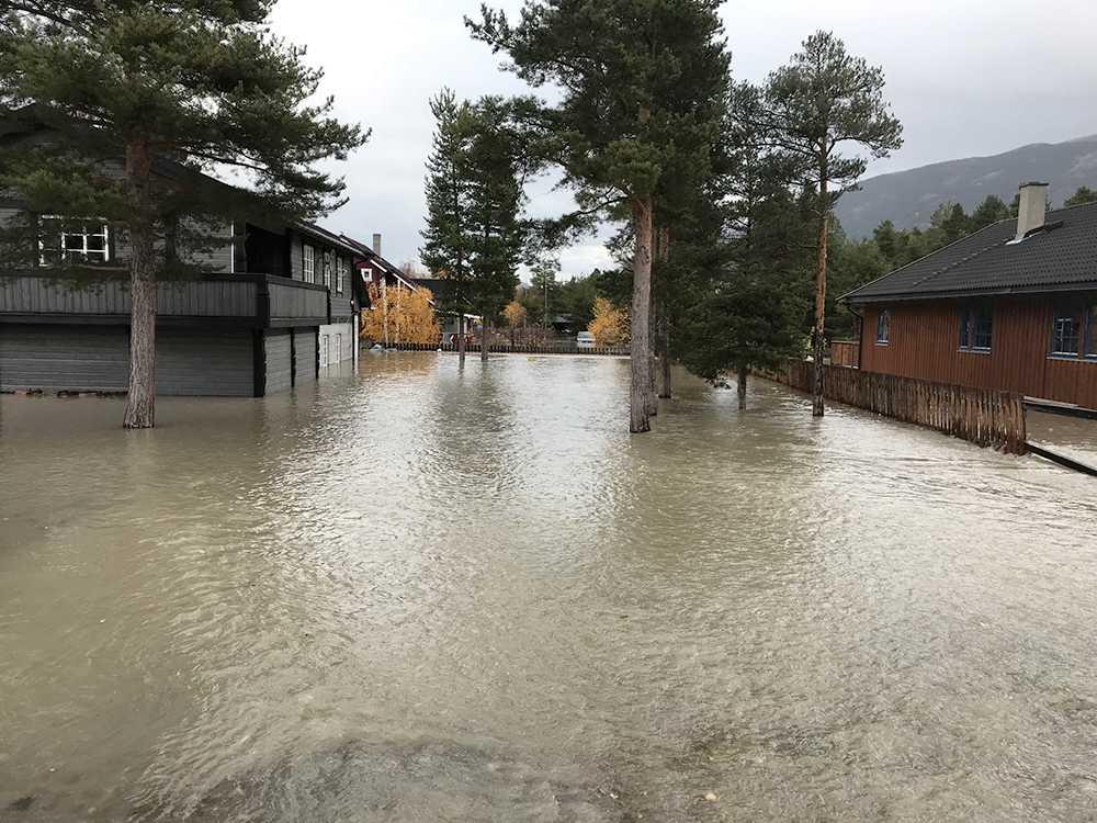 Byggnader i Bismo i Skjåk under vatten.