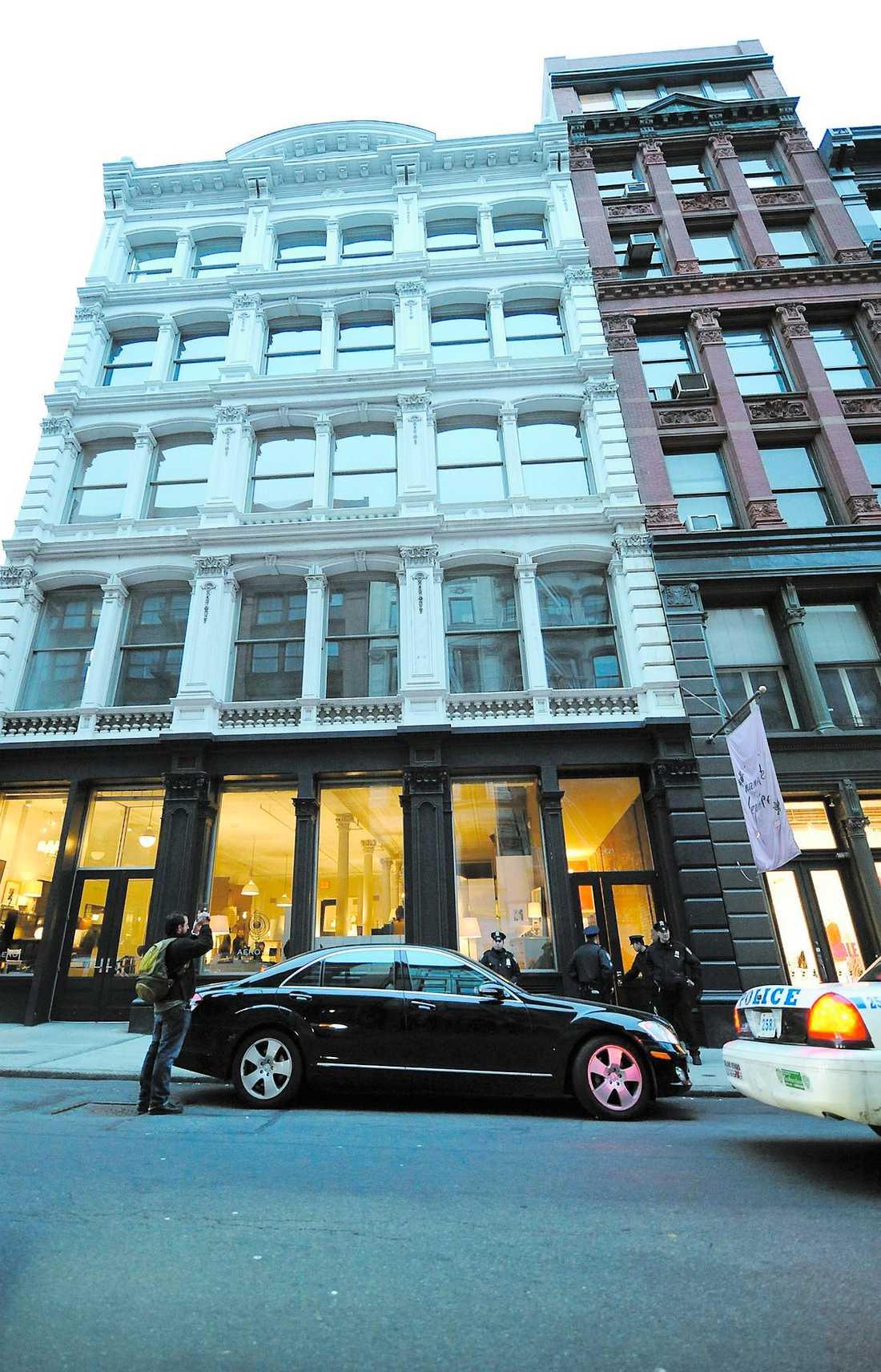 här hittades han Heath Ledger dödförklarades klockan 15.45 amerikansk tid i sin lägenhet i Soho, New York.