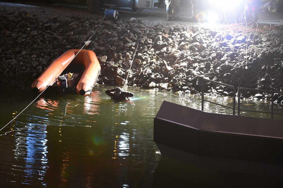 Dykare har jobbat på platsen under natten och morgonen