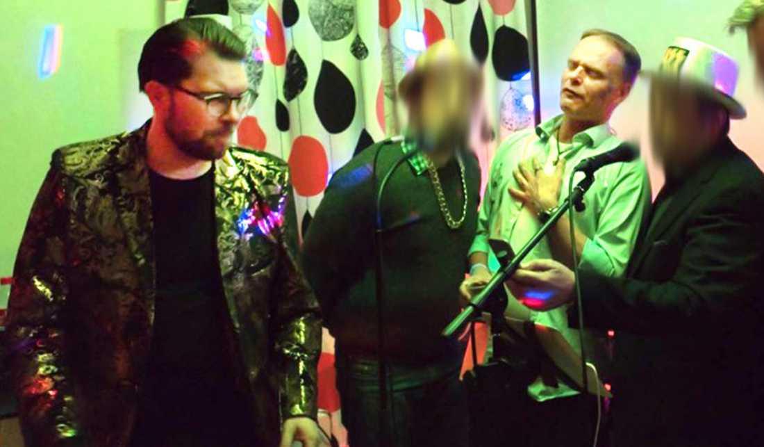 """En bild från Jimmie Åkessons """"glitterfest""""."""