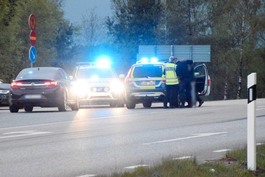 Polisen griper en man i närheten av brottsplatsen i Tyringe. Polisen kan inte bekräfta om gripandet har något med händelsen att göra.