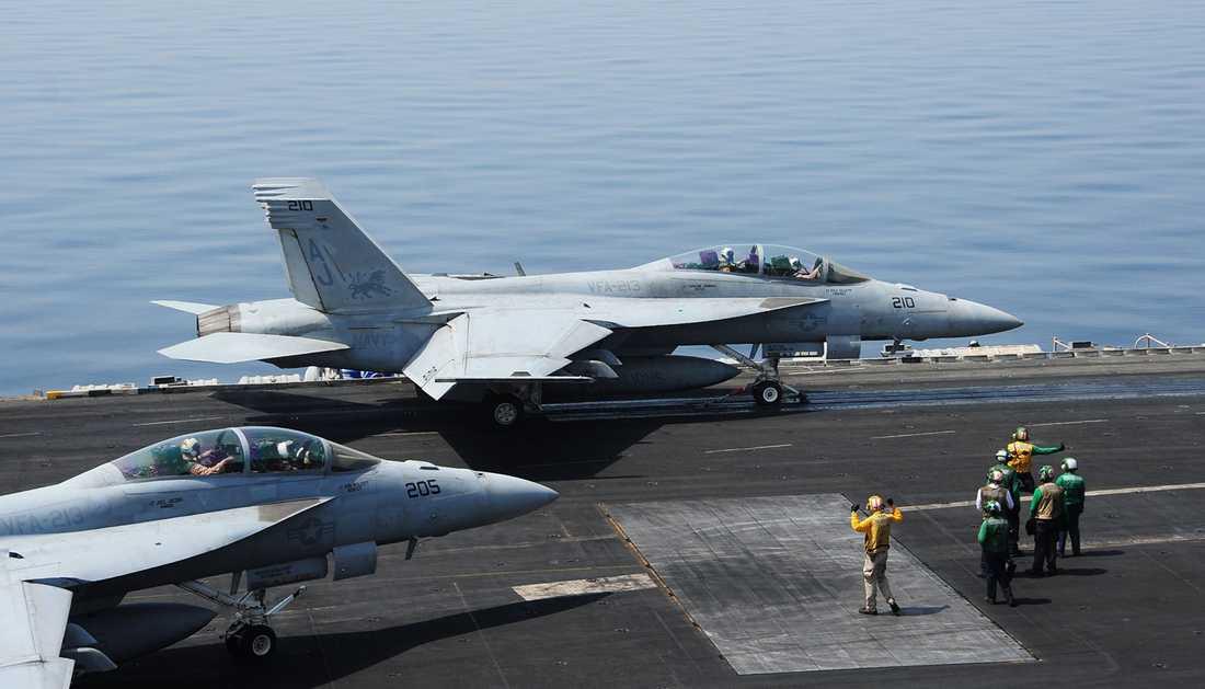 Bilder från amerikanska flottan visar planen som deltog i attacken.